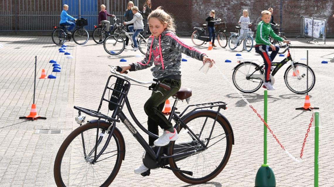 Afbeelding lespakket Verkeerskunsten groep 7 en 8 - fietskunsten les 4